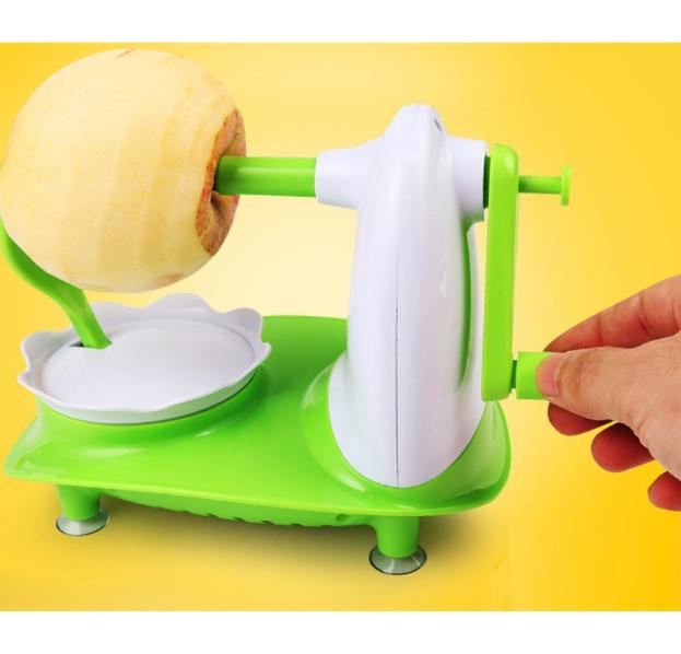 Đồ gọt vỏ củ và các loại trái cây là đồ dùng nhà bếp tiện ích