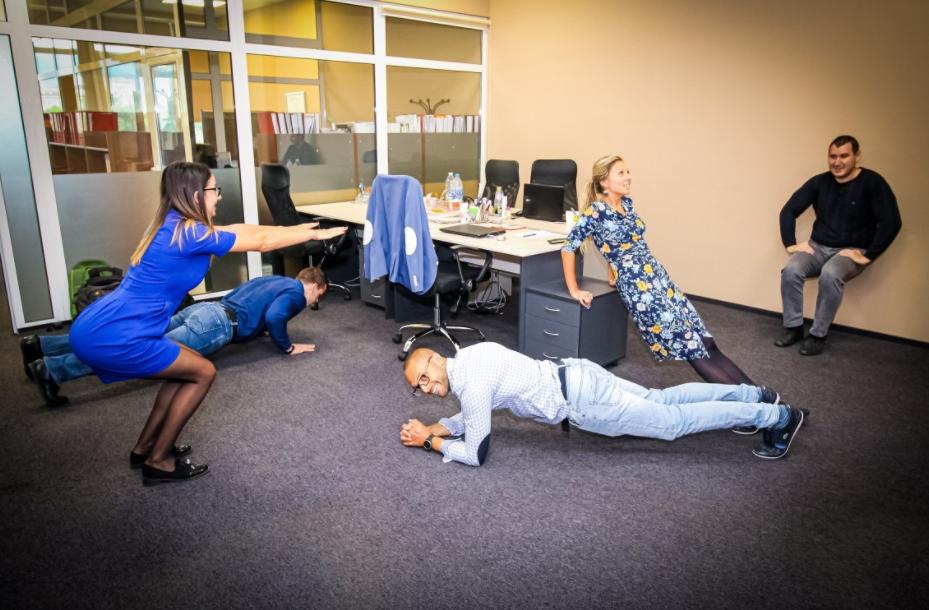 giãn cơ là tips tỉnh táo thư giãn cho dân văn phòng