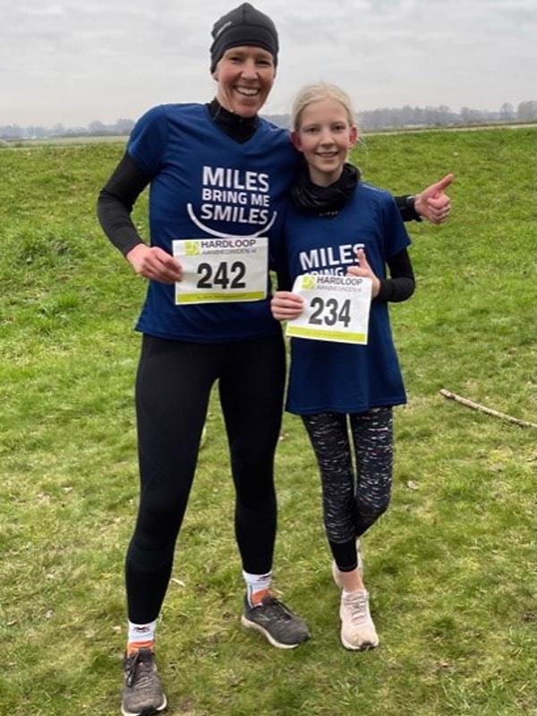 Yfke en Frouke | Virtual run hardloopaanbiedingen.nl