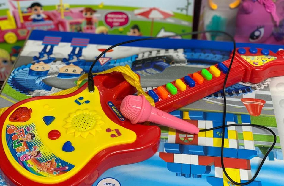 đồ chơi phát triển trí tuệ với âm thanh nhạc cụ