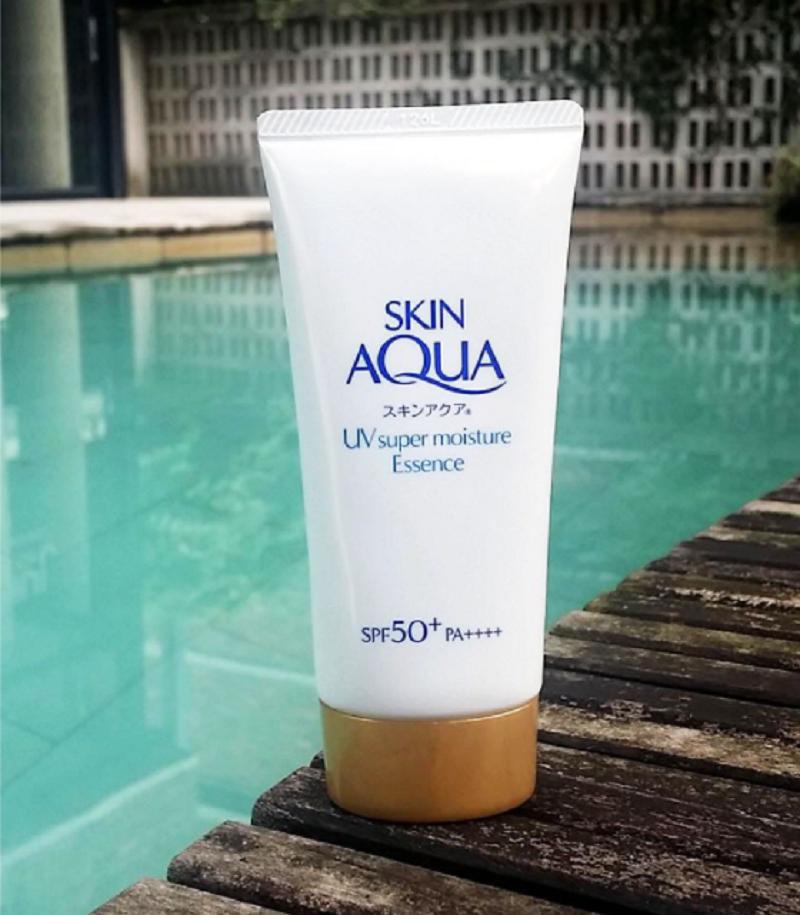 Kem chống nắng Skin Aqua Super Moisture Essence