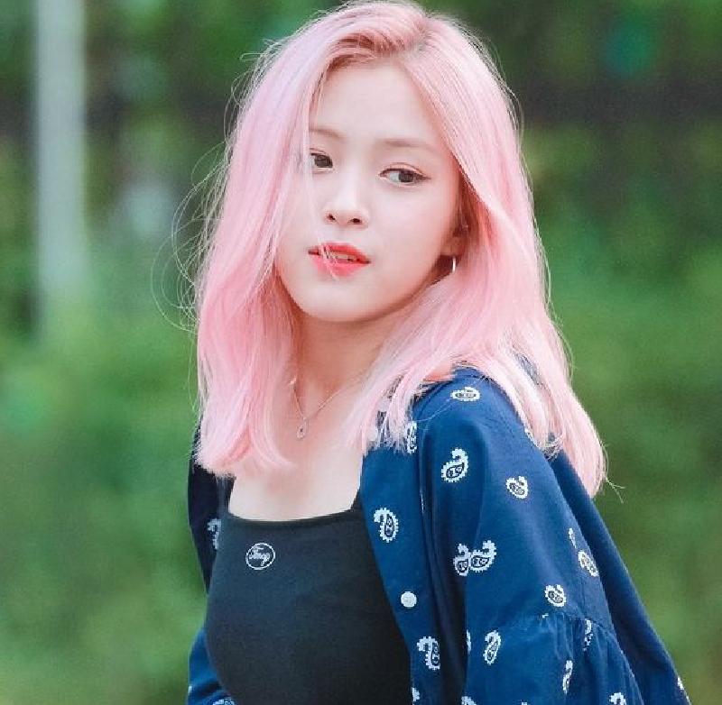 Ryujin và mái tóc màu hồng