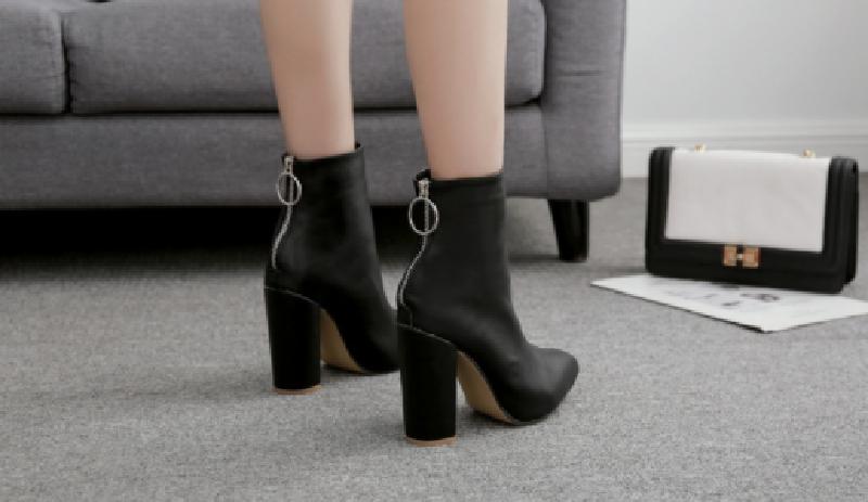 Top 7 mẫu giày boot nữ chất như nước cất 5